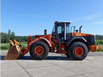 Hitachi ZW220 (New Tyres)  - Radlader